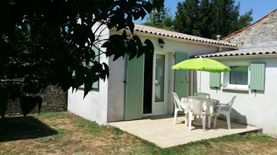 Photo for Studio quiet garden at the foot of the island of Oléron