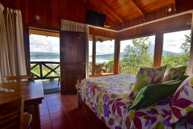 Enjoy this fantastic views of the Volcano and Lake Arenal laying in your bed.