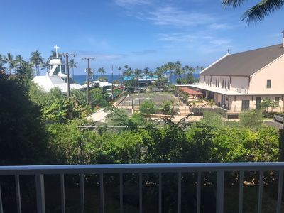 View of the ocean from the lanai.