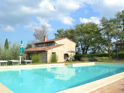 Photo for Private villa with pool & Wi-Fi only 3 km to the medieval town of San Gimignano