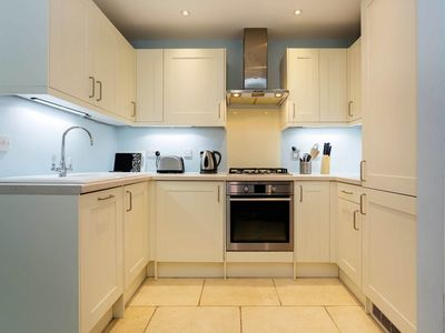Photo for Two bedroom apartment sleeping 4. Minutes from Fulham Broadway station (Veeve)