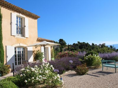 Photo for Luberon, Charm, Great Conveniences, Great view over the castle and the valley.