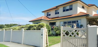 By the Beach Retreat: spacious, central, gorgeous 4 bed/2 bath home with wifi
