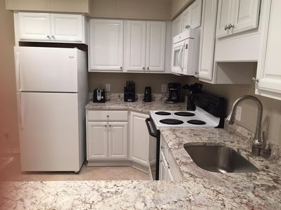 Granite. Icemaker, coffee grinder, can lighting. roll-outs, Lazy Susan