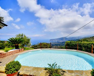 Photo for Amazing 3 story panoramic villa in the Sorrento hills