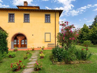 Photo for Wonderful villa for 14 guests in the Tuscan countryside