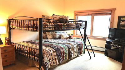 2nd bedroom w/fishing theme. Full bunk beds, flat screen TV w/DVD player.