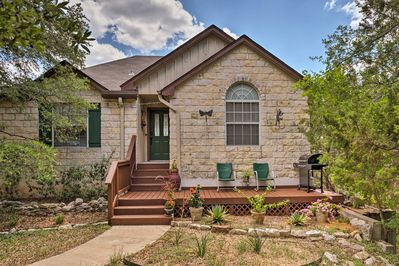This home for 6 is minutes from Austin's main attractions.