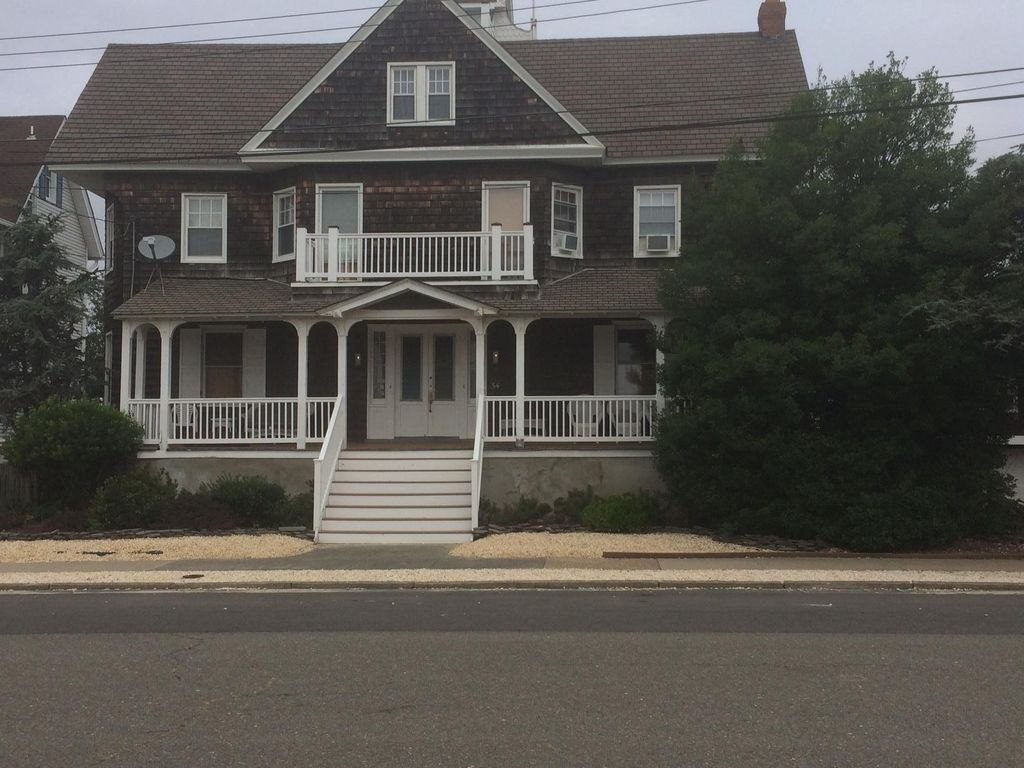 . 8 BEDROOM VICTORIAN with pool   6 houses from bay and beach   Seaside Park