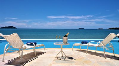 Photo for Beautiful house with seven suites at the foot of Rasa Beach, in a condominium with 24hr security