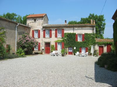 Photo for Delightful gite with pool in ancient wine domaine