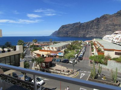 Photo for Beautiful apartment overlooking the rocks and the ocean!