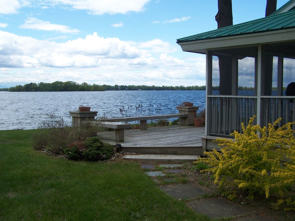 Lake champlain luxury cottage beach front cottage with for Lake champlain cabins and cottages