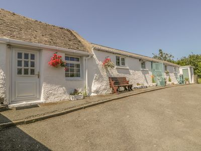 Photo for FALCONERS COTTAGE, pet friendly in Caergeiliog, Ref 1006662