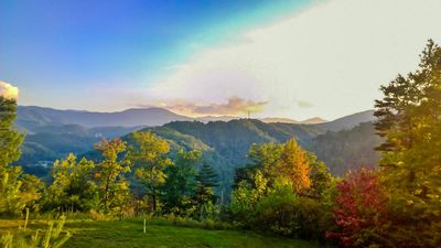 Photo for 5 Star Resort, Delight in the Smokey Mt fall foliage 10/12-19/19