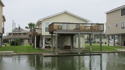 Photo for Quaint canal front in Jamaica Beach on the West End