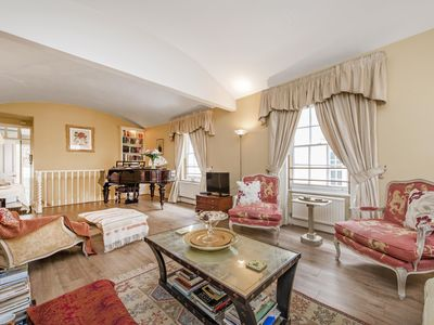 Photo for Experience the unforgettable atmosphere of living in a traditional Belgravia