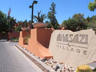 Photo for Relaxing Resort-style Condo Updated And Furnished Walk To Pool, Golf, Shopping