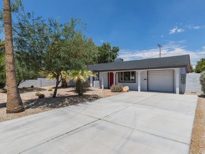Photo for 4 bed 3 bath close to Old Town Scottsdale