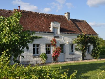 Photo for Character cottage with a swimming pool close to the Loire Chateaux.