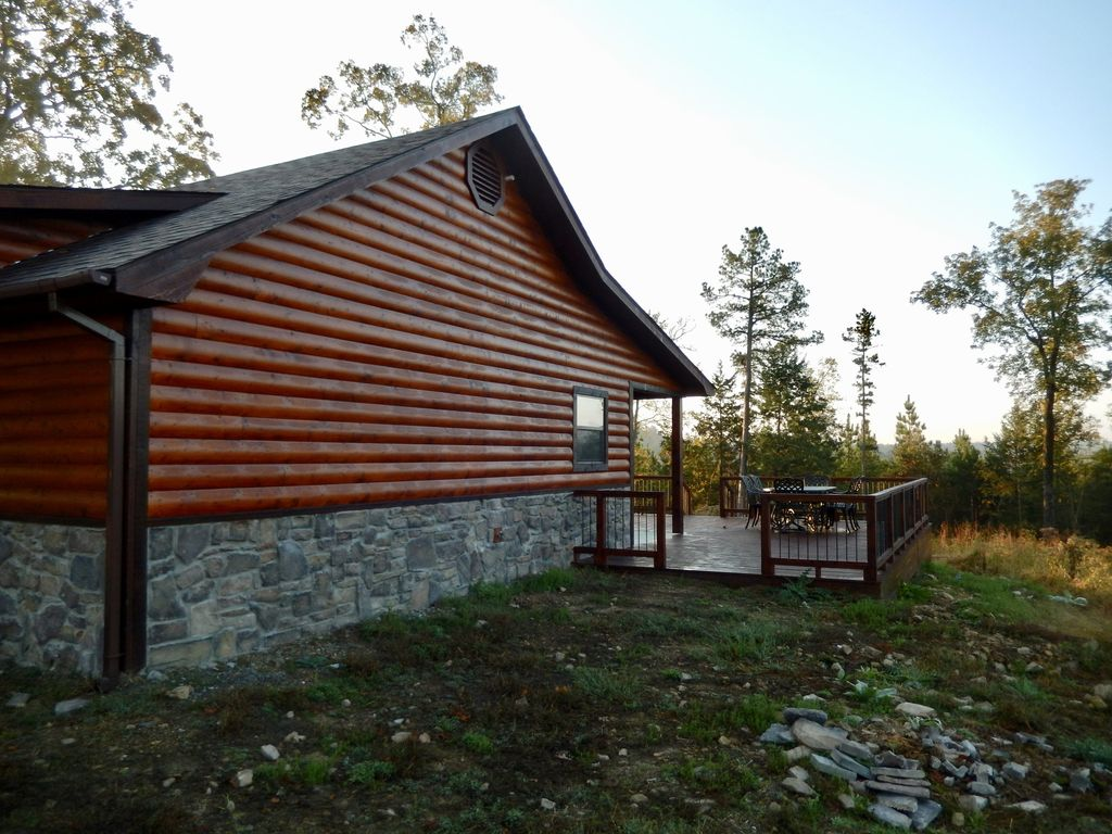 Hilltop cabin on 3 acres next to mountain fork river for Lake cabin rentals near dallas
