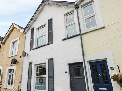 Photo for KIELY COTTAGE, pet friendly, with open fire in Shanklin, Ref 954088