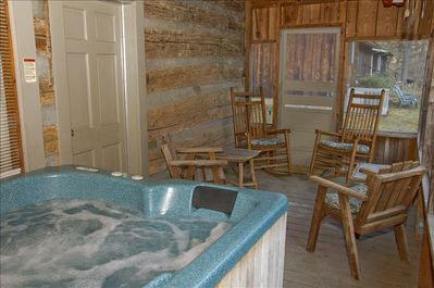Relax on your priviate screened in porch to the sounds of the rushing waters