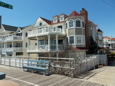 BEACHFRONT!!!!  Internet, Central A/C, Deck, Parking, well-equipped kitchen & More!!!!