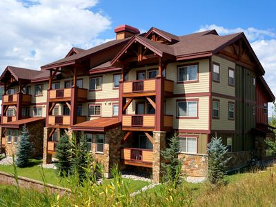 Photo for Gondola to Ski Resort + Pool & Hot Tubs + Fitness Center Rent 4nts, get 5th FREE
