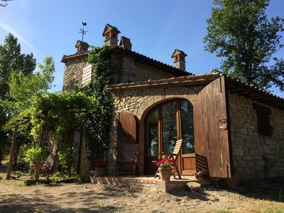 Photo for Charming house with private pool and stunning views on the Tiber valley