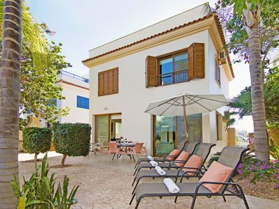 Photo for REVI - 3Bed VILLA only 150M from Chrystal Springs Golden Sandy Beach