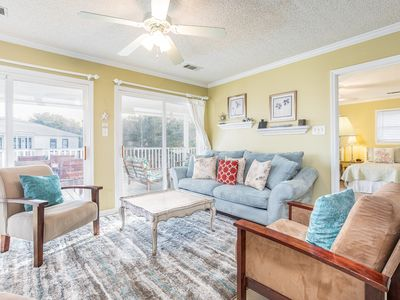 2 Blocks to Beach, Views of Lighthouse, Pet Friendly