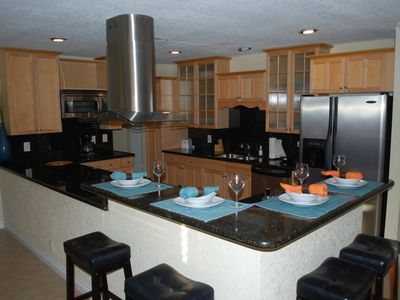 Beautiful Open Granite Kitchen w/Breakfast Counter Dining