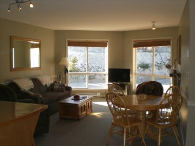 Photo for 1BR Condo Vacation Rental in Beaverdall, BC