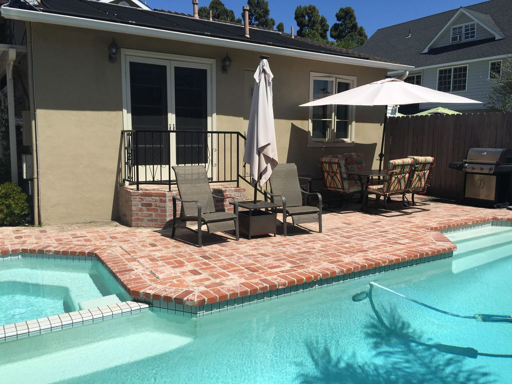 Coronado Island Retreat - Guest House, 2 Bedroom/ 1 Bath with Pool and Jacuzzi