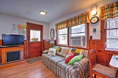 The cozy cottage boasts 400 square feet of comfortable living space.