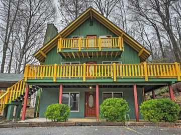 NEW Vibrant 4BR Chimney Rock Cabin W/Wooded Views!