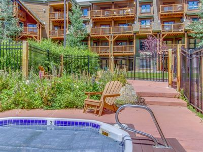 Photo for Cozy Condo w/  Hot Tub, Private Deck, Close to Slopes, Worry-free booking!