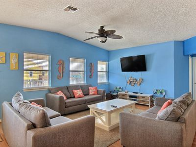 Photo for QUITCHA BEACH INN: Private Pool, Walk to Beach, PRIME LOCATION, Pets