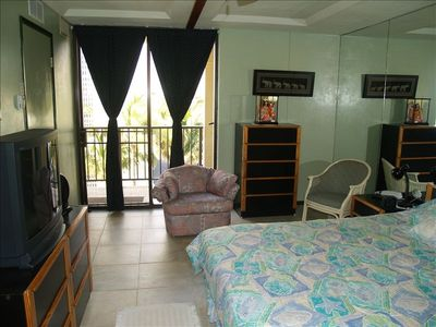 Air-cond. spacious bdrm. Camera shy Flat screen TV & oceanview: style & Comfort