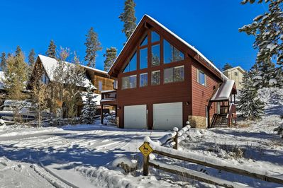 This Grand Lake rental has 4 bedrooms and 3 baths.