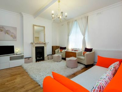 Photo for One Bed Apt. sleeping 3 - 4 minute walk to Notting Hill tube station (Veeve)