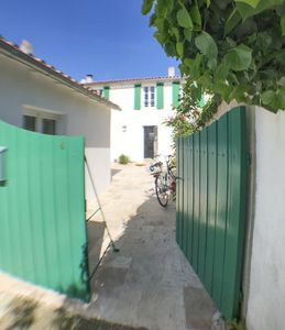 Photo for Beautiful renovated house type loft in the heart of Ars-en-Ré