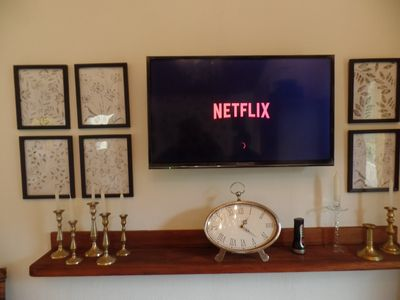 seating area with fireplace,internet,smartv and netflix