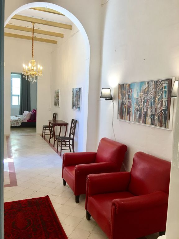 GOREGOUS TOWNHOUSE SLIEMA SUPER LOCATION - SHARING ROOM SLEEPS 4