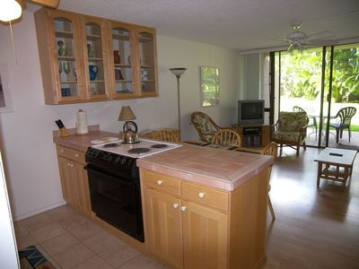 Fully equipped kitchen: fridge, range, oven, MW, DW, washer/dryer