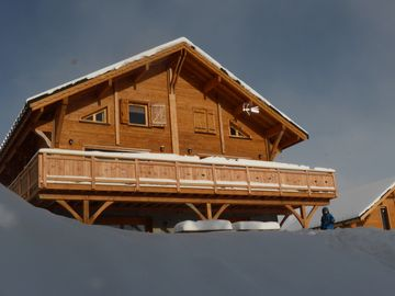 Brand new wooden-beam chalet at the foot of the slopes facing south - Riders and Génépi are 130-sq.m maisonettes that each sleep 14-15