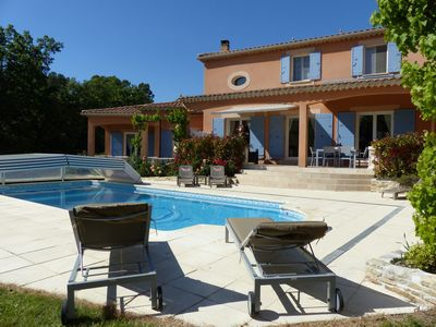 Photo for Beautiful villa with pool and adjoining T1, in the Uchaux massif