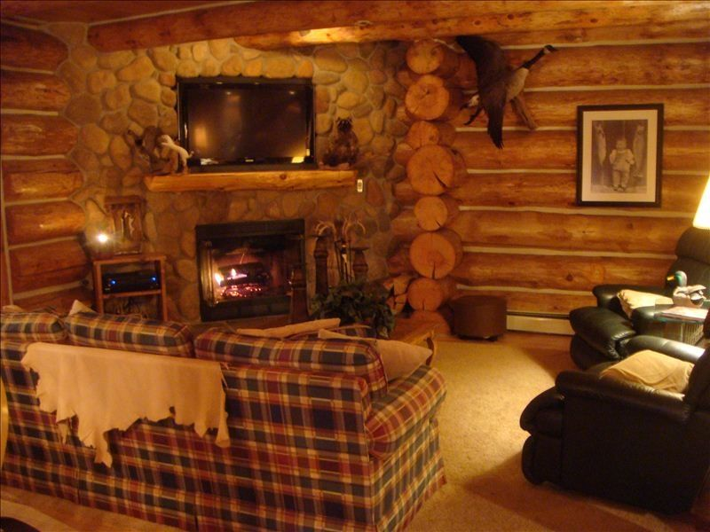 Custom log cabin in the heart of the manist homeaway for Log cabin sunrooms