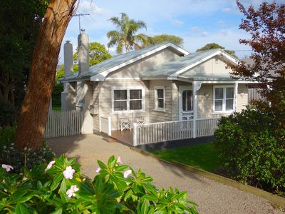 Photo for Coastal Cottage, walk to the Bay, with free WiFi & Netflix! Linen supplied.